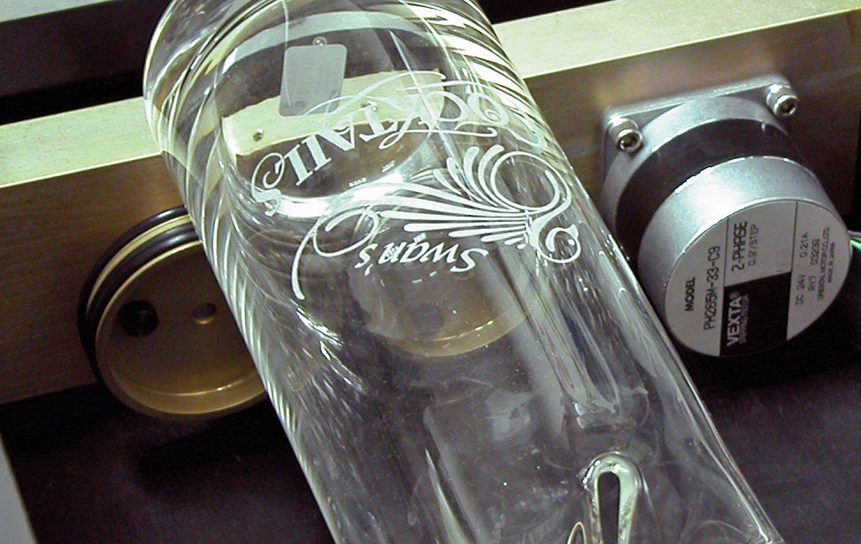 Vase engraving on the rotary.